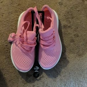 NWT CROCS Literide Pacer Sneaker - Size 4 Big Girl